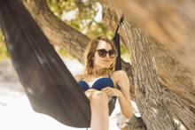 Vrouw met een vakantiegevoel