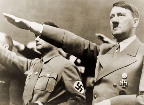 Adolf Hitler die de groet doet