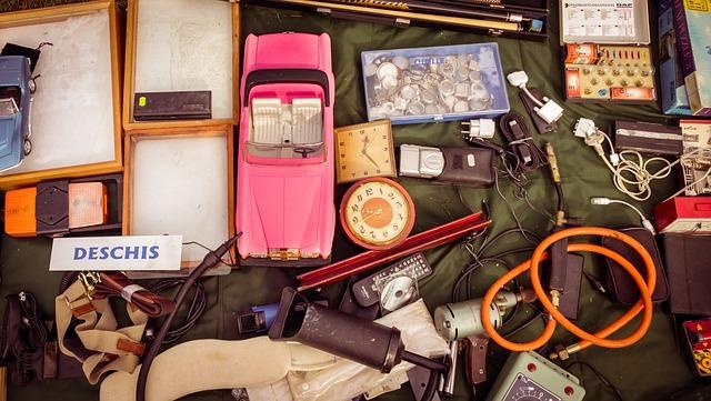 Verschillende oude voorwerpen en materialen