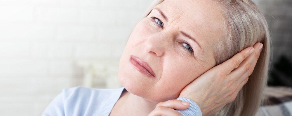 Vrouw met tinnitus