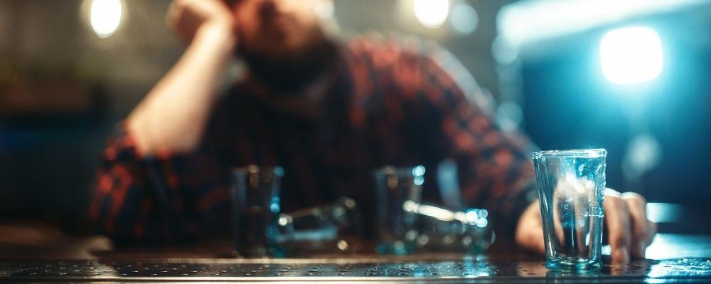 Oorzuisen als gevolg van alcohol