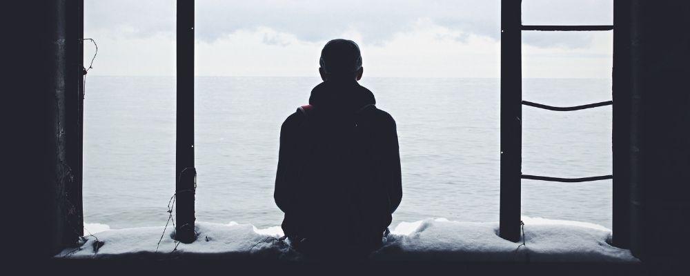 Eenzame overspannen man