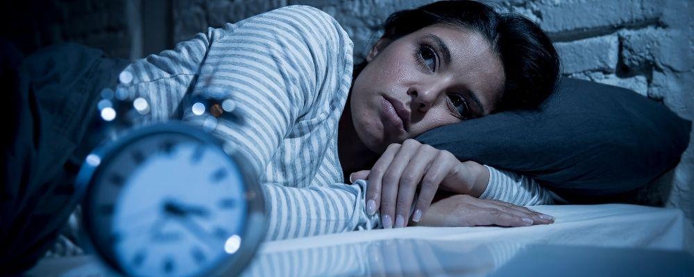 Overspannen vrouw met slaapproblemen